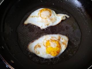 平菇鸡蛋汤,小火煎至两面金黄