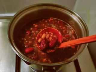 花生红枣汤,两种食材口感均达到自己满意。