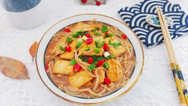 金针菇豆腐煲,成品图