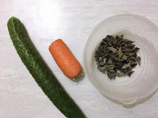 黄瓜炒木耳,主要食材如图所示示意,青瓜、胡萝卜、木耳