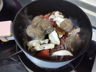 金针菇豆腐煲,肉丸