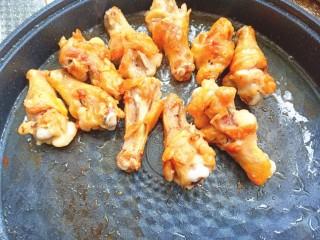可乐鸡翅根,煎至两面金黄