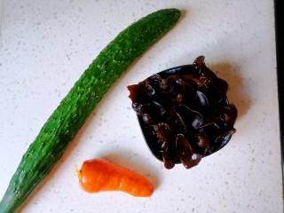 黄瓜炒木耳,准备食材