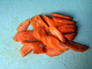 黄瓜炒木耳,切片