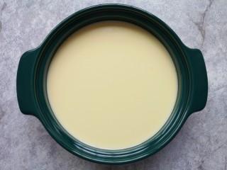 牛奶鸡蛋布丁,看一下滤过的牛奶蛋液特别细腻。