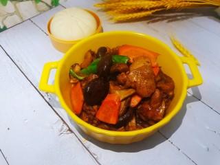 香菇炖鸡腿,装盘