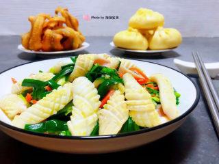 韭菜炒鱿鱼,搭配酥炸鳗鱼和和香肉小蒸包一起吃太棒了👏
