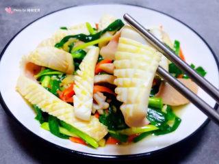 韭菜炒鱿鱼,鱿鱼入口鲜嫩脆爽混搭韭菜独有的清香真是让人回味无穷