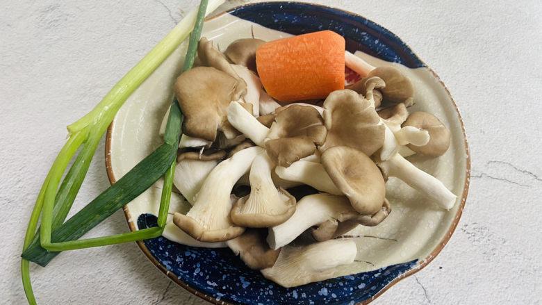 素炒平菇,准备好食材
