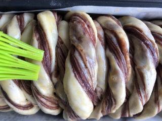 豆沙千层面包,表面可以刷层蛋液。