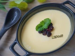 免烤快手版~牛奶鸡蛋布丁,蔓越莓干装饰一下