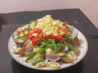 葱油花蛤,最上面放上蒜末