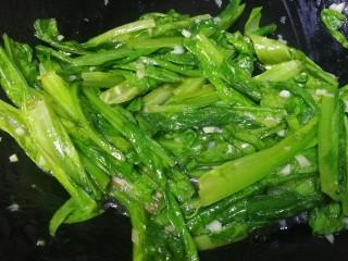 蚝油油麦菜,急火快速把汤匙收浓即可。