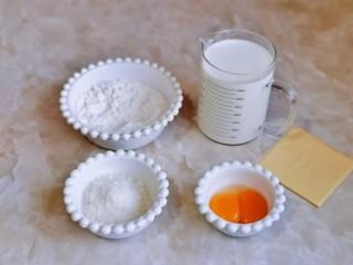 烤牛奶,准备食材并称重,鸡蛋只用蛋黄哈。