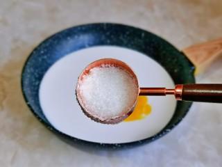 烤牛奶,加入白砂糖,如果喜欢甜的可以适当增加量,我这个量口感偏淡。