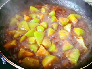 茄子盖浇饭,大火烧开至汤汁浓稠关火