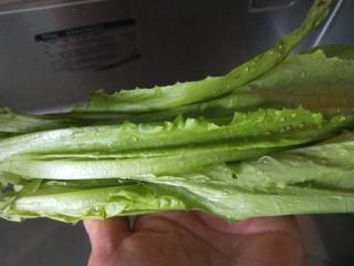 蚝油油麦菜,冲洗干净。
