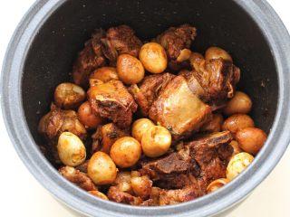 酱香排骨,我家的饭煲煮饭时间是45分钟,排骨的口感酥烂入味,特别好吃。