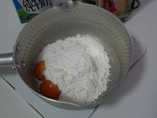 烤牛奶,容量中打入两个蛋黄