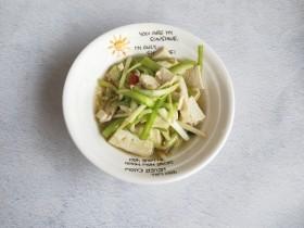 韭黄炒豆腐