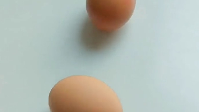 家常土豆饼,鸡蛋两个。
