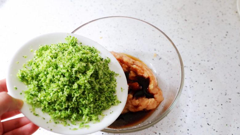 蔬菜鸡肉饼,加入西兰花