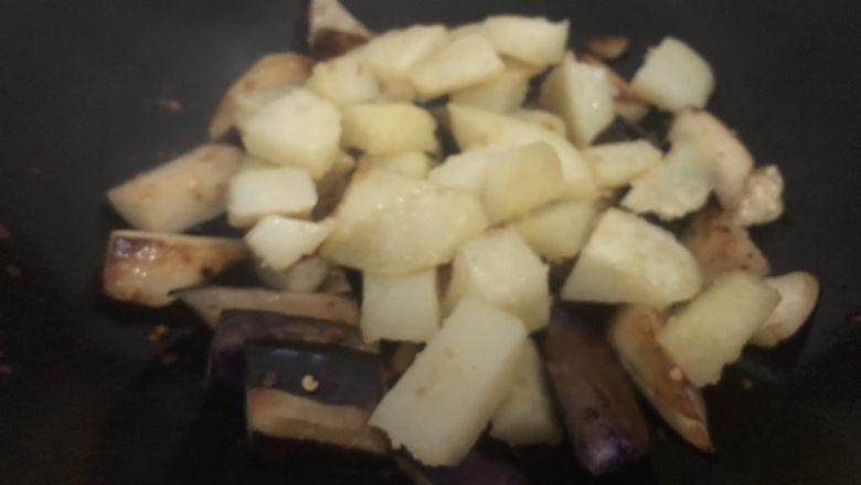 家常地三鲜,下土豆