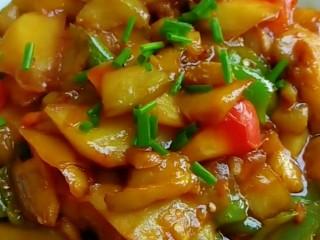 家常地三鲜,家常地三鲜加一个西红柿更好吃。