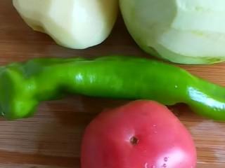 家常地三鲜,土豆去皮,茄子去皮切成片