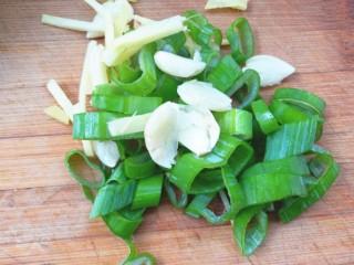豆角牛柳,备好葱姜蒜