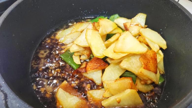 家常地三鲜,加入土豆