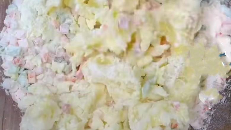 家常土豆饼,搅拌均匀合成团。