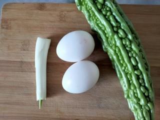 苦瓜摊鸡蛋,准备好食材