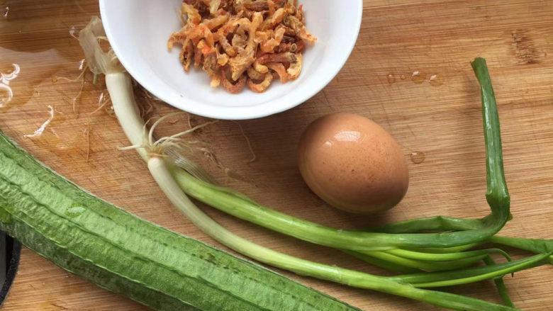 虾皮丝瓜汤,准备需要的食材