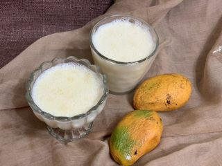 芒果双皮奶,芒果洗净