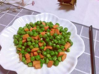 豌豆炒胡萝卜,成品上桌