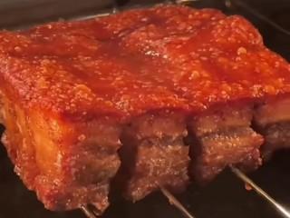 脆皮五花肉,在烤十分钟,外脆里嫩味道美极了。