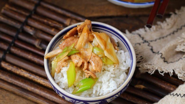 家常炒肉片,记得米饭要多煮一些哟!