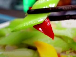 虾皮拌芹菜,成品图