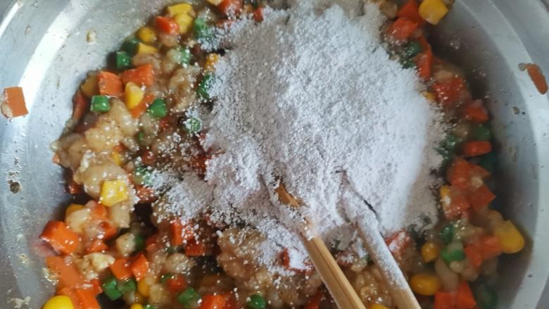 胡萝卜鸡肉饼,加入2大勺淀粉