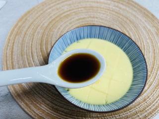 水嫩蒸蛋,加入1小勺蒸鱼豉油