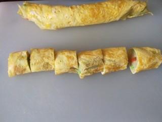 鸡蛋卷土豆泥,快刀切段,刀不快一切就扁了。