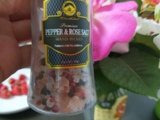 鸡蛋卷土豆泥,关键是玫瑰花椒盐提味儿又提鲜。
