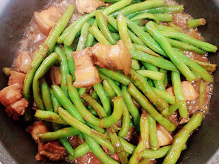 豆角焖肉,豆角炖好,收汁即可出锅了。