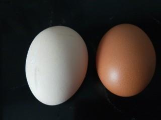 炸山药,准备两个鸡蛋