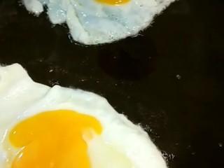 卤面条,几个人吃就煎几个荷包蛋。