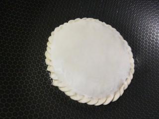 胡萝卜鸡肉饼,放入锅中中小火煎制。