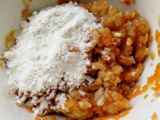 胡萝卜鸡肉饼,加面粉。
