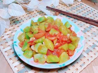 番茄炒莴笋,清爽的番茄炒莴笋就上桌了。