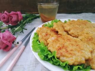 胡萝卜鸡肉饼,胡萝卜低脂鸡肉饼,鲜嫩多汁,好吃不长肉。